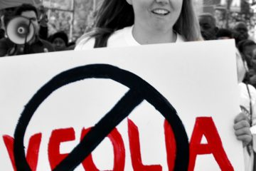 Corporate Accountability organizer exposes Veolia's abuses at protest.